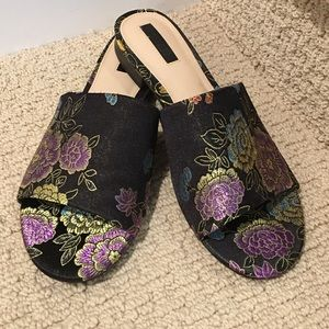 🌹🎋Adorable Brocade, black & lavender slides NWOT